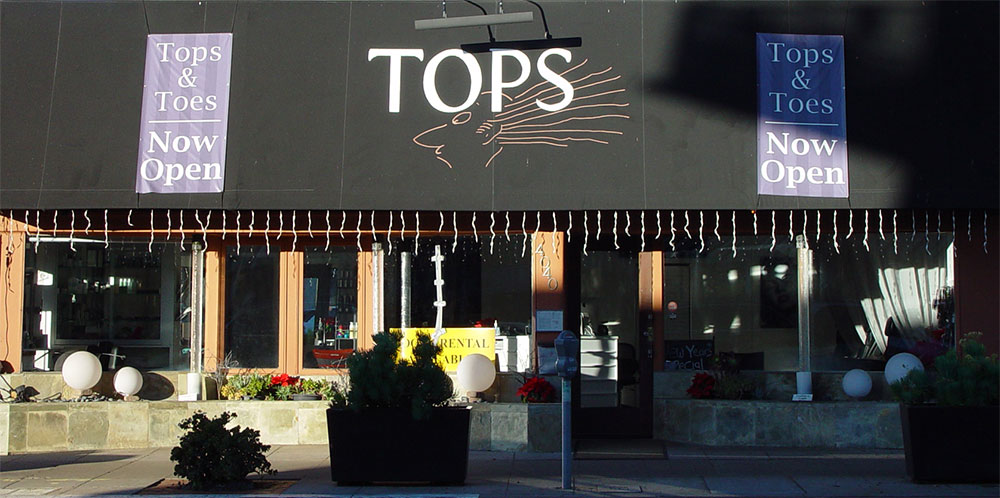 Exterior view of Tops Salon, Mission Hills